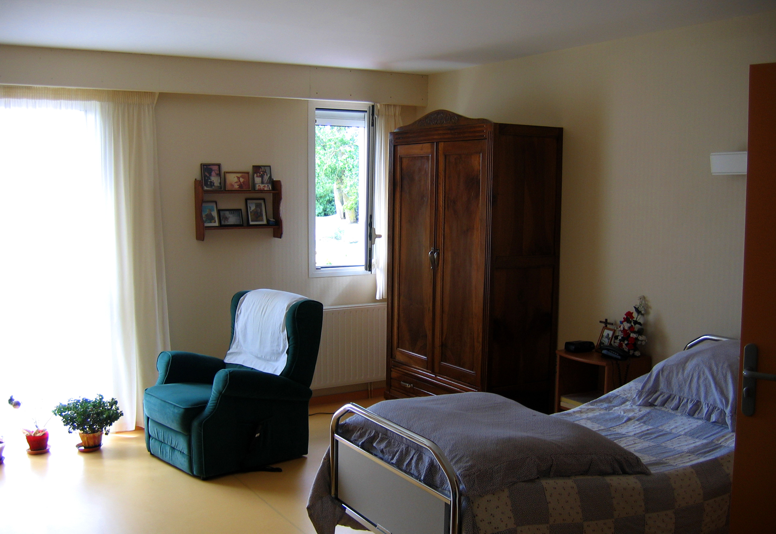 Situation et quipement des chambres maison de retraite for 2 chambres communicantes